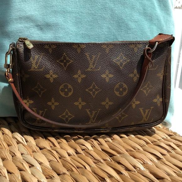 Louis Vuitton Handbags - Louis Vuitton Pochette💕💕